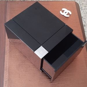 CHANEL BLACK MAKEUP ACRILIC BOX